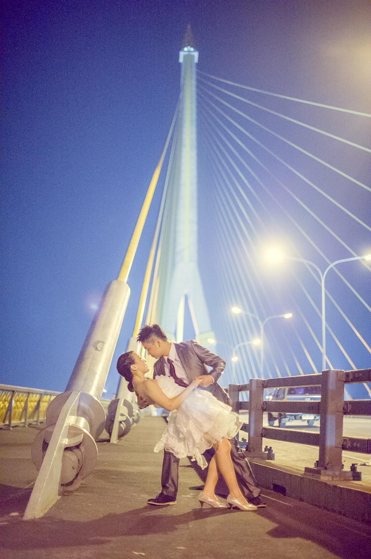 Pre-Wedding at Rama VIII Suspension Bridge in Bangkok Thailand | Bangkok Wedding Photography